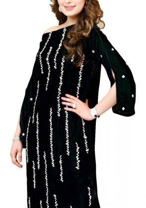 Bottle Green Velvet Kaftan by A La Pakistan