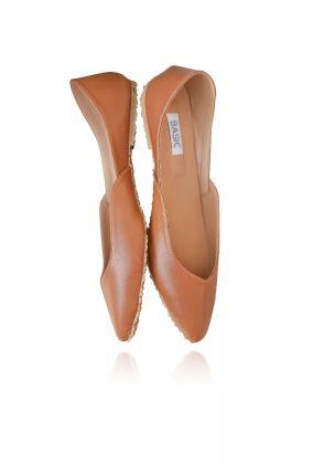 Camel Brown Pointed Flats by Basic by Chapter13