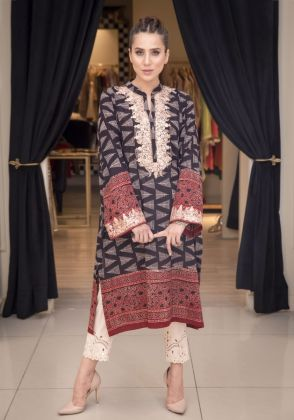 AJRAK BLACK & RED by Sophia