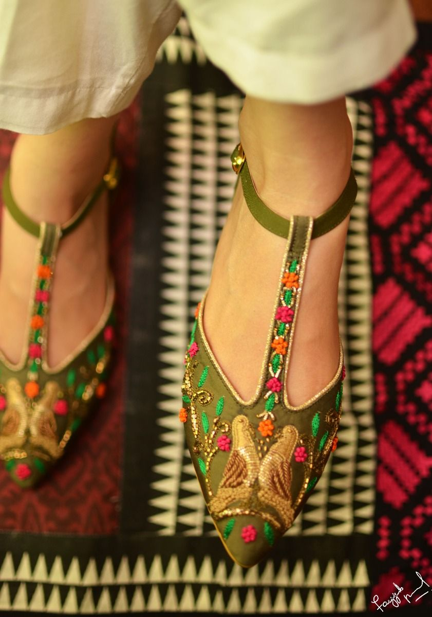 Hand Embroidered Pointed Flat